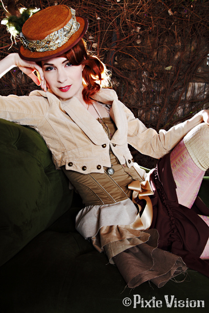 felicia-day-steampunk-couture1